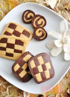 [烘焙菜鳥日誌] 費時的餅乾「馬賽克曲奇(Mosaic Cookies)」終於耐著性子完成了! ~ 食指大動%Food-Funs