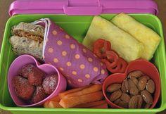 Fem forslag til gode og sunne matpakker til barn Omelet, School Lunch, Finger Foods, Tapas, Almond, Appetizers, Ethnic Recipes, Desserts, Red Peppers