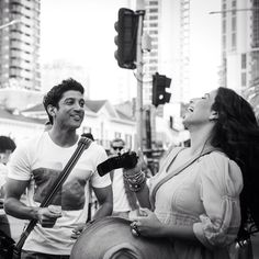Farhan Akhtar's crackling sense of humour kept the entire crew of #ShaadiKeSideEffects amused, all the time! Seen here with Vidya Balan on the streets of Gold Coast while shooting a song from the film.
