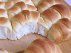 """Diese Rollen sind so gut, dass man sie """" Heavenly Rolls """" nennt. Diese Bezei… These roles are so good that they are called """"Heavenly Rolls"""". This term pretty much describes what they are – heavenly, soft and soft. Brunch Recipes, Sweet Recipes, German Baking, Homemade Dinner Rolls, Sweet Bakery, Pampered Chef, I Love Food, No Bake Cake, Baking Recipes"""