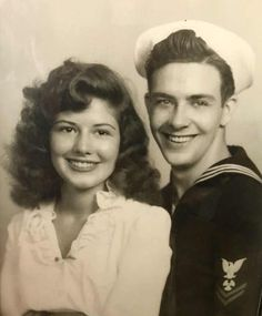 Vintage Photo of a young sailor and his pretty lady. Stunning Hair on the woman. The owner of the photos, grandparents sitting for a portrait in the early Vintage Photo Booths, Photo Vintage, Vintage Love, Vintage Ads, 1940s Photos, Vintage Photographs, Old Photos, Romance Vintage, Vintage Beauty