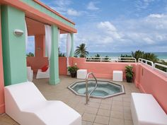 Hilton Grand Vacations at South Beach Rooftop Hot Tub It would be a dream to finally take a honeymoon somewhere fun! Been together 11 years and married almost 2 and yet to have taken a honeymoon! Mini Piscina, Christmas Getaways, Luxury Pools, South Beach Miami, Rooftop Terrace, At The Hotel, Sun Lounger, Art Deco, Outdoor Decor
