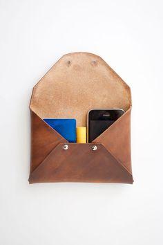 SALE Waxed Leather Clutch por SATElosangeles en Etsy