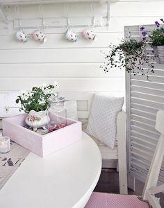 #exteriores #terrazas Table Decorations, Porch, Furniture, Cottages, Home Decor, Decks, Balcony, Cabins, Decoration Home