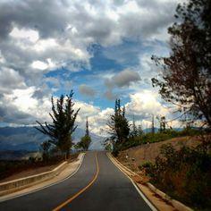 De viaje por carretera en Colombia    #travel