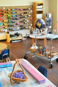 Life In A Reggio Inspired Art Studio Life In A Reggio Inspired Art Studio Reggio Inspired Art Studio For Kids Have You Ever Wondered About The Reggio Approach To Learning And How It Works In The Art Studio This Is A Great Resource Reggio Emilia, Reggio Classroom, Outdoor Classroom, Kindergarten Classroom, Classroom Decor, Ribbon Wall, Learning Spaces, Preschool Art, Teaching Art