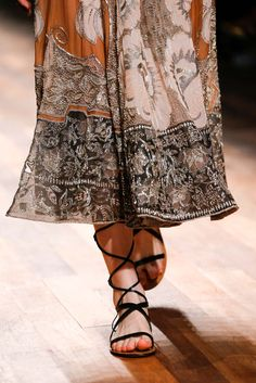 Valentino Spring 2015 Ready-to-Wear - Details - Gallery - Look 112 - Style.com