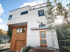 Фасадные панели для наружной отделки дома: разновидности и 80 практичных решений для стильного экстерьера http://happymodern.ru/fasadnye-paneli-dlya-naruzhnoj-otdelki-doma/ Двухэтажный частный дом с плоской крышей