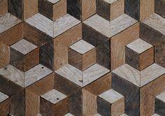 24 x 24 en el arte de pared de madera hecha a mano, con patrón de madera reciclada. Podemos personalizar el tamaño de este diseño en nuestra tienda si este no es justo para tu espacio.  Utilizar en una pared que necesitan amor, un estante o repisa, o añadir a una pared de la galería. Esta pieza agregará textura rústica y la calidez de la madera a cualquier espacio. Los tonos de madera complementan la mayoría de la decoración. Este diseño geométrico moderno con madera natural tonificada harán…