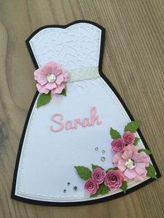 Det første kort er et min mor skulle bruge til en… Diy And Crafts, Paper Crafts, Wedding Anniversary Cards, Bridal Shower Decorations, Bridal Shower Invitations, Cool Diy, Diy Cards, Beading Patterns, Origami