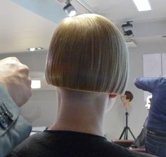 blond shaved nape bob - back view Bowl Haircuts, Edgy Haircuts, Short Bob Haircuts, Shaved Bob, Shaved Nape, Chili Bowl Haircut, Short Blunt Bob, One Length Bobs, Clipper Cut