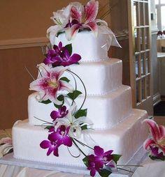 Tartas de boda cuadradas: fotos ideas originales - Tarta cuadrada con cascada de flores