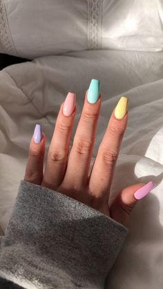 nail art designs with glitter - nail art designs . nail art designs for spring . nail art designs for winter . nail art designs with glitter . nail art designs with rhinestones Uñas Kylie Jenner, Aycrlic Nails, Glitter Nails, Kylie Nails, Teen Nails, Stiletto Nails, Acrylic Nails Kylie Jenner, Opal Nails, Pointed Nails