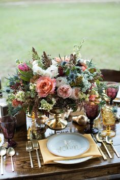 Gorgeous centerpiece // see more: http://theeld.com/1JxJMnE