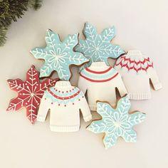 """Doctorcookies on Instagram: """"Welcome Winter  #doctorcokies_ #sugarcookies #galletasdecoradas #decoratedcookies #royalicing #baking #cookies #christmascookies #christmas…"""""""