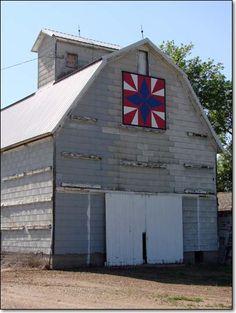 """Guiding Star"" quilt, Brad & Peg Peterson barn, Sac County"