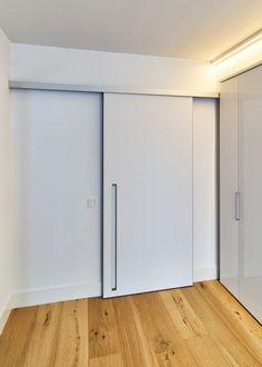 moderne schuifdeur met rail boven de deuropening