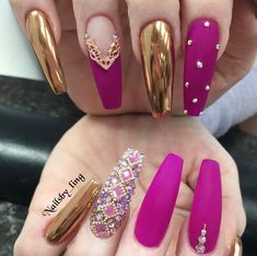The trend of chrome nails can not be ignored. Many women choose the art design of chrome nails nowadays. The fashion trend of nail design is always changing. In order to keep fashion, you might as well try chrome nail art design. It seems to be a goo Matte Acrylic Nails, Acrylic Nail Designs, Nail Art Designs, Chrome Nails Designs, Fancy Nails Designs, Ongles Bling Bling, Bling Nails, Bling Nail Art, Purple Nail Art