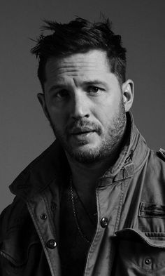 Celebrities - Tom Hardy Photos collection You can visit our site to see other photos. Wallpaper Marvel, Wallpaper Men, Amazing Wallpaper, Tom Hardy Photos, Tom Hardy Images, Toms, Daddy Issues, Avan Jogia, Taylor Kitsch