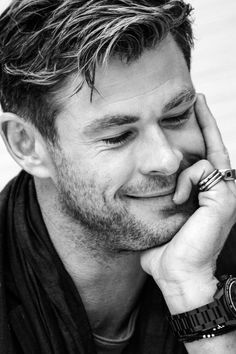 """chris hemsworth""-The Hero That Saved Me - Nonah Bernardeschi Chris Hemsworth Shirtless, Liam Hemsworth, Hollywood Actor, Hollywood Stars, Hollywood Actresses, Celebrity Dads, Celebrity Crush, Celebrity Style, Hemsworth Brothers"