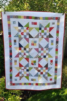 Scrap Jar Star Baby Quilt by Pleasant Home, via Flickr
