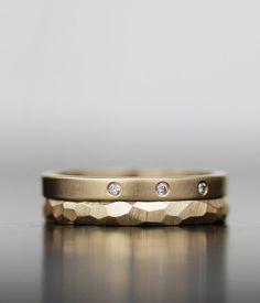 Image of three dots diamond and gold wedding set