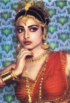 Rekha   oh my #bollywood