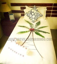 Ras Village palm tree Wrapping Ideas, Gift Wrapping, Towel Origami, Beach Dinner, Romantic Surprise, Monuments, Maldives, Towels, Nova