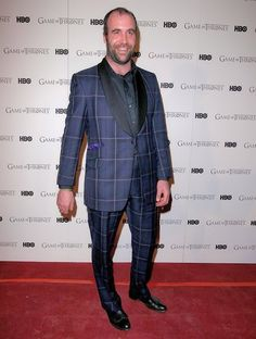 Love the suit Rory McCann!!