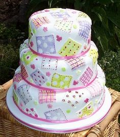 This cake makes me want to have a baby so we can eat it at my baby shower! (pretty birthday cakes for mom) Patchwork Cake, Quilted Cake, Baby Cakes, Cute Cakes, Pretty Cakes, Gorgeous Cakes, Amazing Cakes, Fondant Cakes, Cupcake Cakes