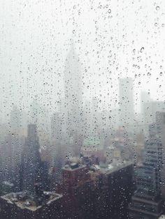Viendo llover tras los cristales