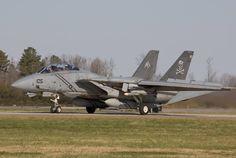 "USN Grumman Tomcat of ""Jolly Rogers"" Squadron on the runway. Grumman Aircraft, Navy Aircraft, Military Aircraft, Fighter Aircraft, Fighter Jets, Tomcat F14, Uss Enterprise Cvn 65, South African Air Force, Fun Fly"