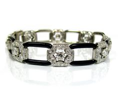 ART DÉCO DIAMOND BRACELET WITH BLACK ENAMEL CIRCA 1920, PLATINUM