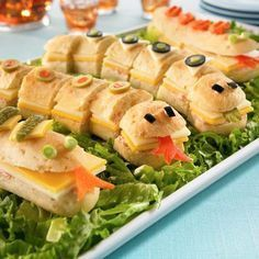 We've Rounded up 18 Yummy & Fun Halloween Dinner Recipes-Have You See These? See 18 Halloween Dinner Recipes-So yummy! Snake in the grass sandwich platter and Halloween Dinner, Halloween Snacks, Halloween Buffet, Family Halloween, Snake Party, Snake In The Grass, Baby Shower Table, Snacks Für Party, Zoo Party Food