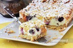 Kruche ciasto z owocami i budyniową pianką