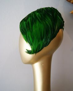 Green feathered hat from Xtabay Vintage. i absolutely LOVE this!!! would look awesome with my black hair, which goes in a similar line to this.