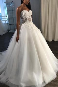 Wedding Dresses With Appliques, Beautiful Wedding Dresses, Wedding Dresses A-Line Wedding Dresses 2018 Wedding Dress Tea Length, Green Wedding Dresses, Western Wedding Dresses, Wedding Dresses 2018, Perfect Wedding Dress, Bridal Dresses, Dream Wedding, Gown Wedding, Tulle Wedding