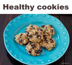 Healthy oatmeal chocolate chip cookies made with .super easy to make and only 50 calories! Healthy Cookies, Healthy Treats, Healthy Desserts, Healthy Eating, Healthy Recipes, Easy Recipes, Healthy Foods, Healthy Lunches, Delicious Recipes