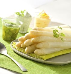 Asperges - after bretzel and French dessert, this is so addictive. Sauce Recipes, Cooking Recipes, Dips, Cuisine Diverse, Potato Vegetable, Fish And Meat, Looks Yummy, Recipe For 4, Food Humor