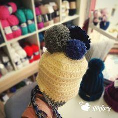 A hat with 3 balls. 3 Balls, Crochet Yarn, Winter Hats, Wool, Knitting, How To Make, Handmade, Instagram, Thread Crochet