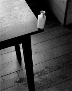 Abelardo Morell - Small Vase at the Edge of a Table, 2002