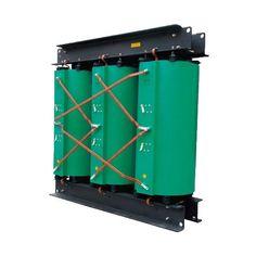 O transformador 440v para 220v tem o intuito de elevar a tensão elétrica de 440v para 220v. Ele é usado, por exemplo, quando uma rede é de 440v trifásico, mas usa uma máquina que funciona com tensão 220v trifásico. Saiba mais no link! http://www.solucoesindustriais.com.br/empresa/maquinas-e-equipamentos/kimarki/produtos/energia_e_meio_ambiente/transformador-440v-para-220v