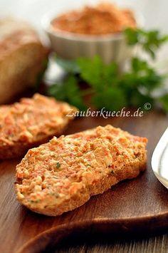 Griechischer Brotaufstrich mit gegrillter Paprika und Feta- Käse.