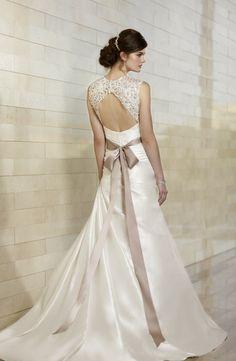 robe de mariée à dos trou de serrure en dentelle, avec un ruban de couleur café au lait comme accent