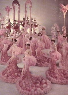 Rose Quartz costumes for Ice Follies Folliettes-Pink Champagne on Ice… Vintage Glamour, Vintage Pink, Vintage Modern, Vintage Photos, Vintage Bra, Vintage Toys, Pink Love, Pretty In Pink, Movie Star Costumes