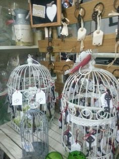 jaulas con llaves de boda  las llaves llevan una etiqueta donde  se pondria el nombre del invitado y el número de la mesa www.bodas-flores-de-mallorca.com  precio desde 1.50€ unidad