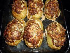 La meilleure recette de Pommes de terre farcies à la viande! L'essayer, c'est l'adopter! 5.0/5 (15 votes), 16 Commentaires. Ingrédients: 6 grosses pommes de terre, 250 gr de bœuf haché,250 gr de chair à saucisse,100 gr de comté rapé,3 échalotes, 2 gousses d ail, 2 cas de persil haché, 2 œufs, une cas de graisse de canard,une cac de cumin en poudre, une de coriandre en poudre, sel,poivre du moulin, 25 cl de bouillon de volaille