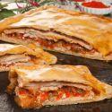 Bruno Oteiza prepara una empanada de lomo de cerdo y pimientos con masa casera, un plato sencillo elaborado en el horno.
