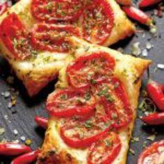 Tartine calde | Aperitive, Rețete | Libertatea pentru femei. Vegetable Pizza, Meal Prep, Mozzarella, Meals, Vegetables, Breakfast, Recipes, Sim, Food Ideas