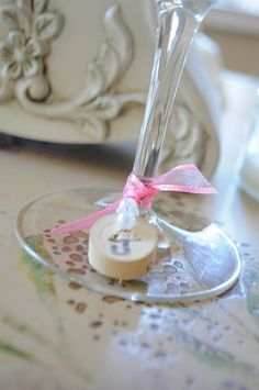 DIY Wine glass markers: DIY Wine Charms, each charm a different letter of a name. Wine Glass Markers, Wine Tags, Wine Glass Charms, Cork Crafts, Diy Home Crafts, Diy Tutorial, Creative Ideas, Diy Ideas, Party Ideas